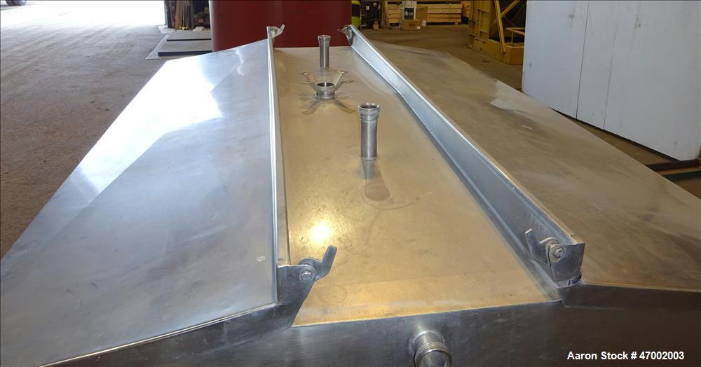 Used- Milk Cooling Tank, 750 Gallons, 304 Stainless Steel, Horizontal.