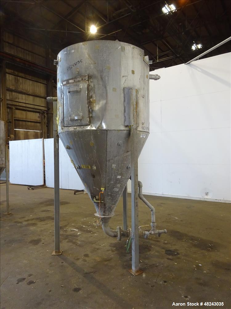 Used- Tank, Approximately 650 Gallon, 304 Stainless Steel, Vertical.
