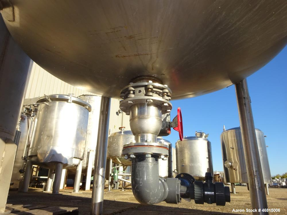 Used- Tank, Approximate 700 Gallon, 304 Stainless Steel, Vertical