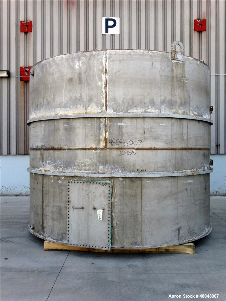 Used- Storage Tank, Approximate 8,400 Gallon, 304 Stainless Steel, Vertical.