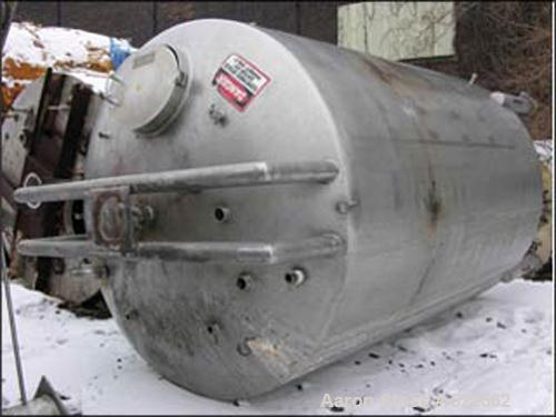 "USED: 5000 gallon Mueller agitated tank, 316 stainless steelconstruction. 8'6"" diameter x 11'6"" straight side, dished top an..."