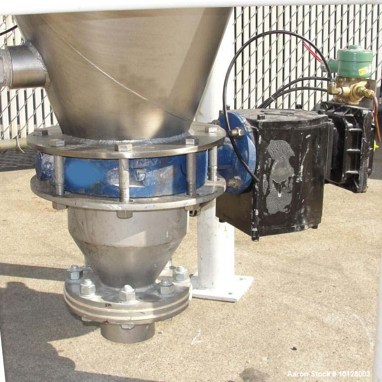 Used-Walker Stainless Equipment Co Model R-HT-05 Round Pulse Jet Dust Collector.  This dust collector has an estimated bag s...