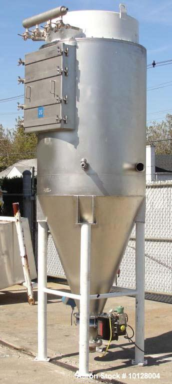 Used-Walker Stainless Equipment Co Model R-HT-06 Round Pulse Jet Dust Collector.  This dust collector has an estimated bag s...