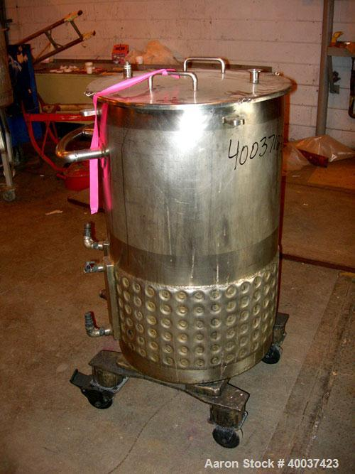 """Used- Walker Kettle, 55 gallon, 304L stainless steel, vertical. 23"""" diameter x 36"""" straight side, open top with a cover, slo..."""