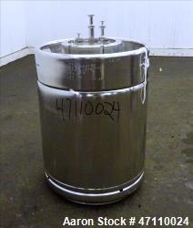 https://www.aaronequipment.com/Images/ItemImages/Tanks/Stainless-0-499-Gal/medium/Rutten-Engineering_47110024_aa.jpg