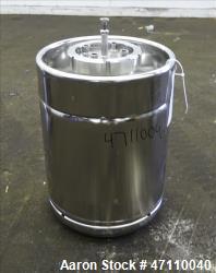 https://www.aaronequipment.com/Images/ItemImages/Tanks/Stainless-0-499-Gal/medium/Rutten-Engineering_47110040_aa.jpg