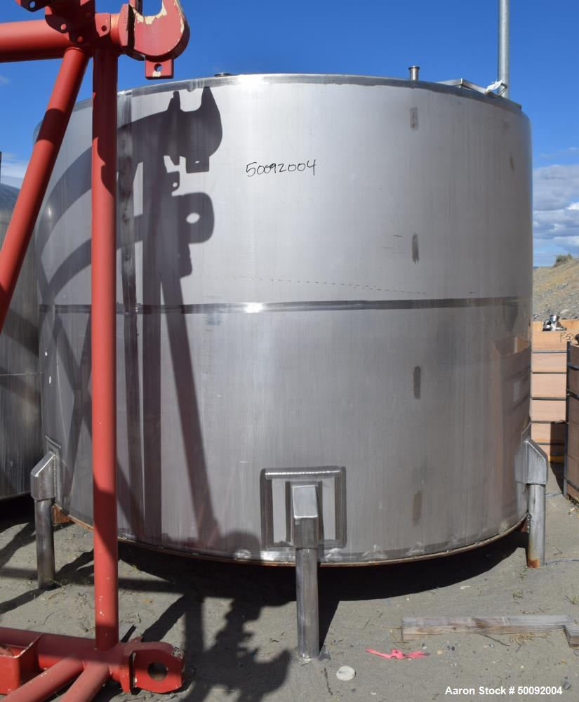 Used- Tank, Approximate 3500 Gallon, Stainless Steel, Vertical.