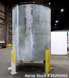 Used- Tank, Approximate 2,900 Gallon, 304 Stainless Steel, Vertical