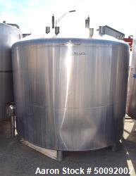 Used- Tank, Approximate 2000 Gallon, Stainless Steel, Vertical.