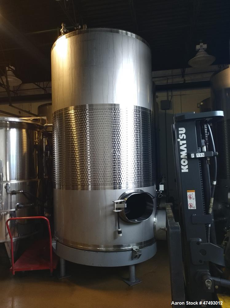 Used- Mueller 2,100 Gallon Stainless Steel Tank